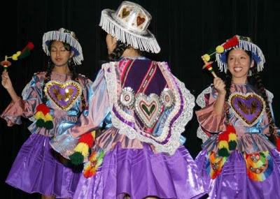 Foto de mujeres bailando Kullawada