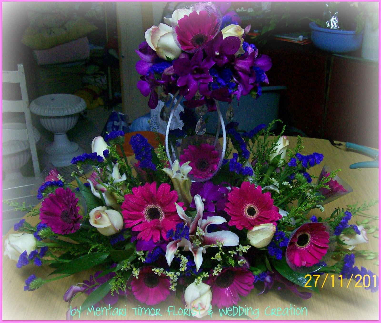 Gubahan Bunga Untuk Meja Makan Pengantin