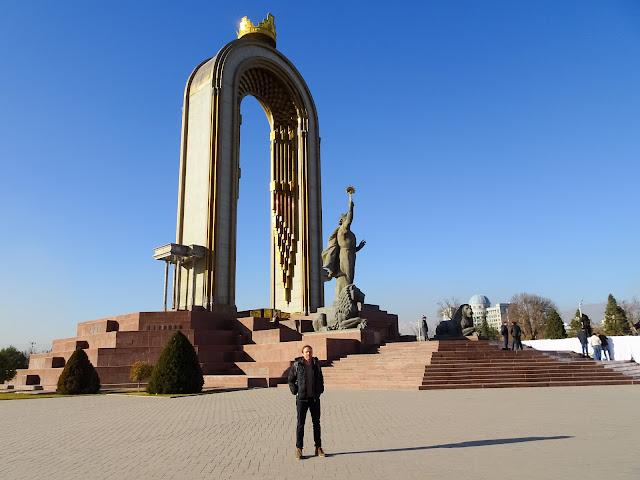 Ismoili Somoni Statue