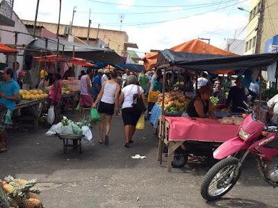 Imagens da feira semanal de São paulo do Potengi, nesta sexta ...