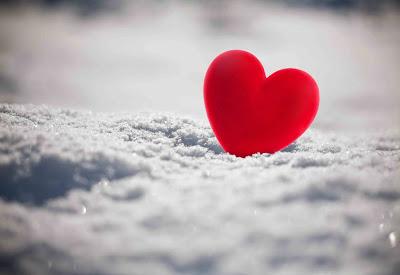 صور قلب لونه احمر على الثلج