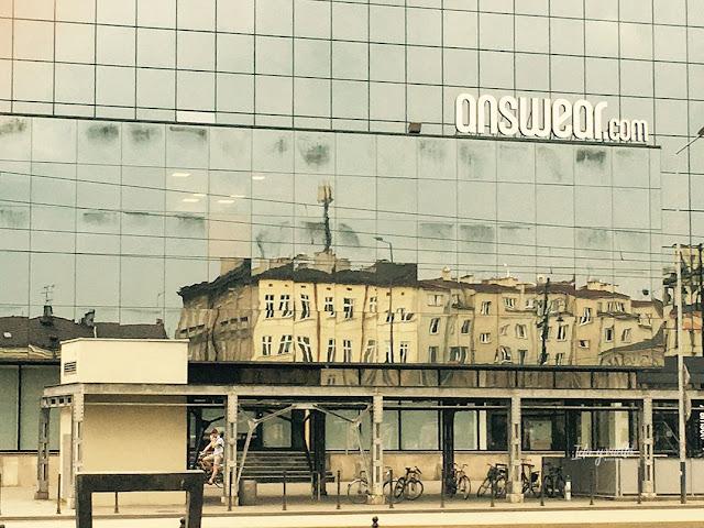 Cracovia fotos reflejos plaza de Podgorze antiguo gueto