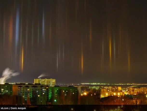 luz2 - Captan increíbles columnas de luz en Sarátov, Rusia