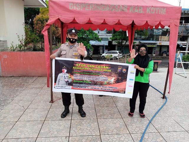 Polsek KP.Mentaya Sosialisasikan Cegah Karhutla Di Ikon Patung Jelawat Sampit