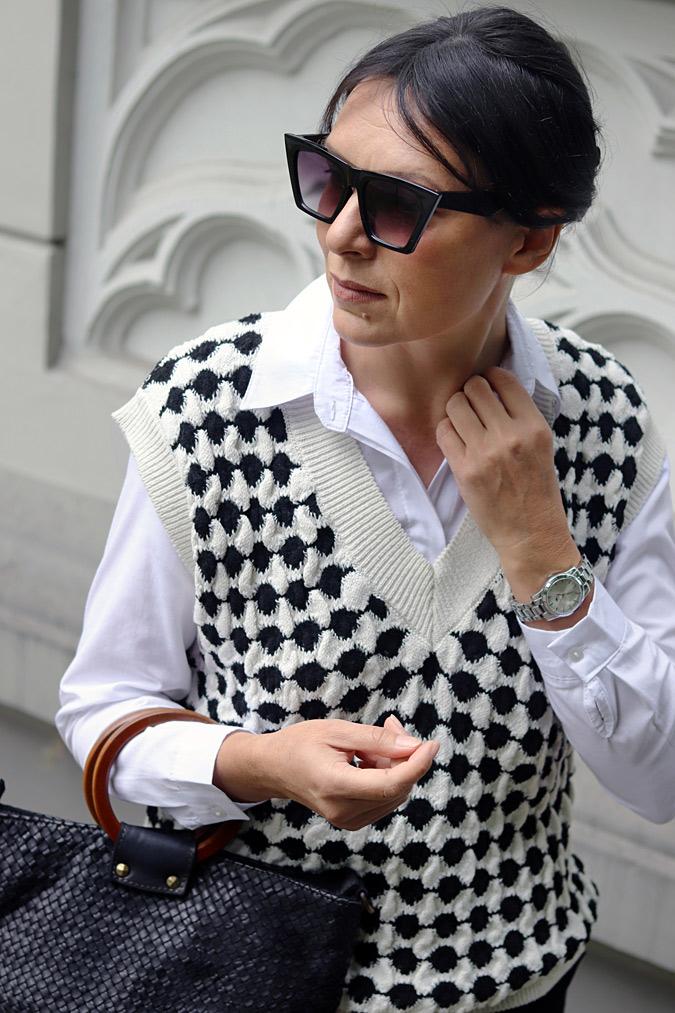 kamizelki swetrowe stylizacje