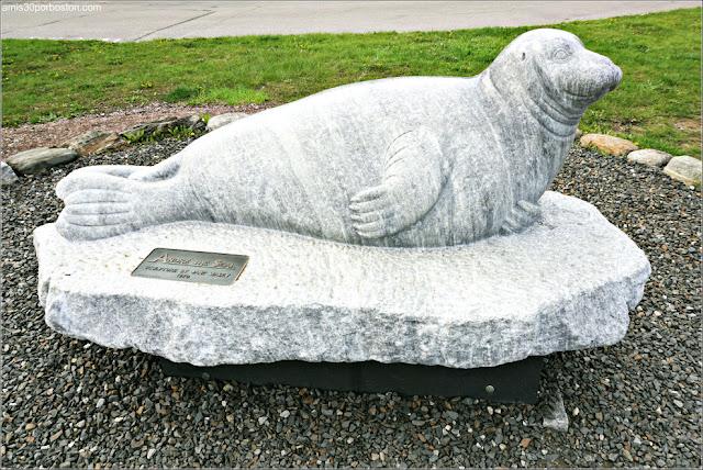 Escultura de la Foca André en Rockport, Maine