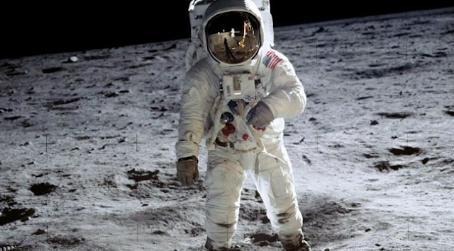 ناسا تشتري غبار القمر بدولار واحد