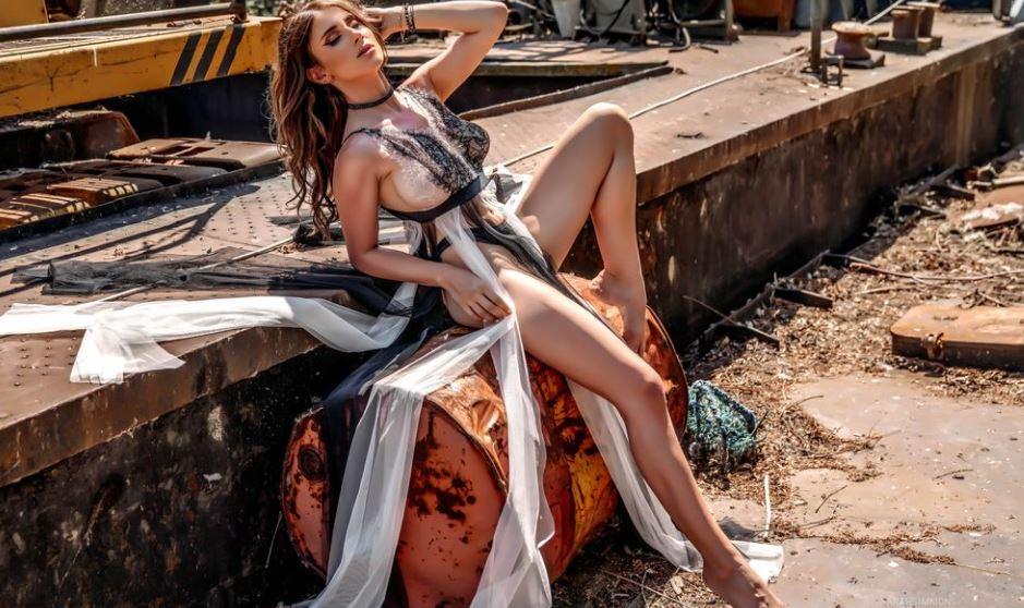 SarahSimmons Mdel GlamourCams
