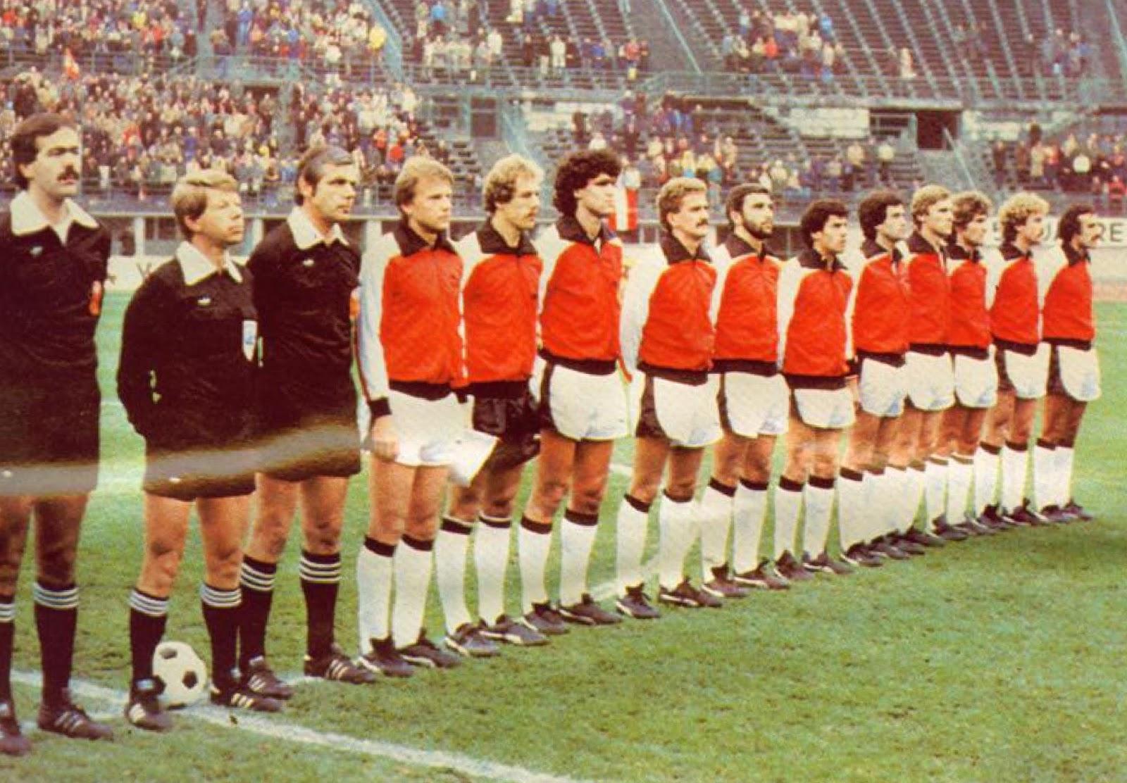 soccer nostalgia old team photographs part 32a. Black Bedroom Furniture Sets. Home Design Ideas