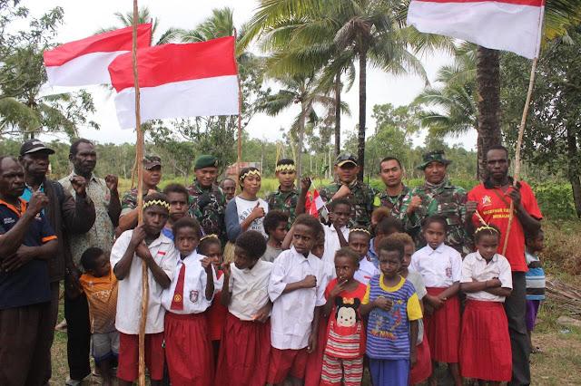 Yonif 755 Kostrad Kibarkan Semangat Merah Putih di Kampung Terisolir
