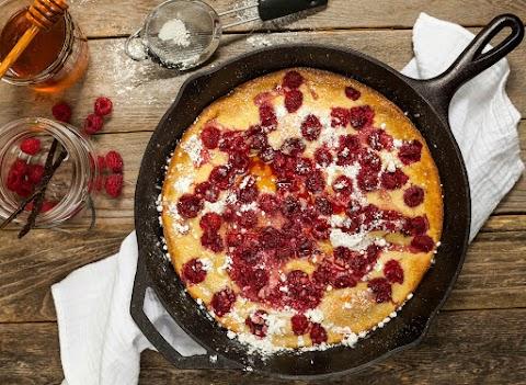 Sütőben sült, málnás óriáspalacsinta: álomfinom desszert sok gyümölccsel