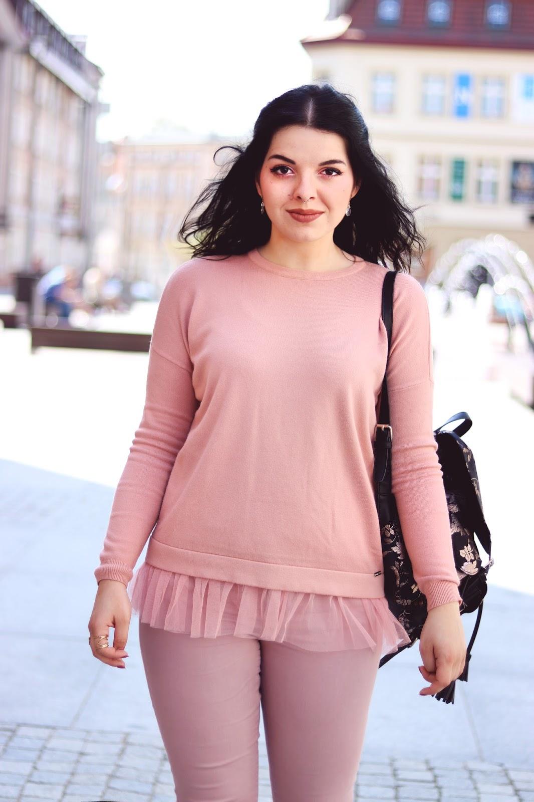 How to wear pink sweatshirt
