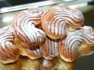 Plikyti pyragėliai su kakavos ir grietinėlės kremu