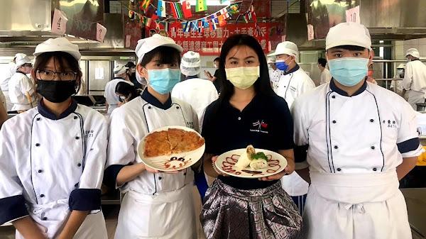 明道大學外籍生與達德商工交流 手作春捲及月亮蝦餅