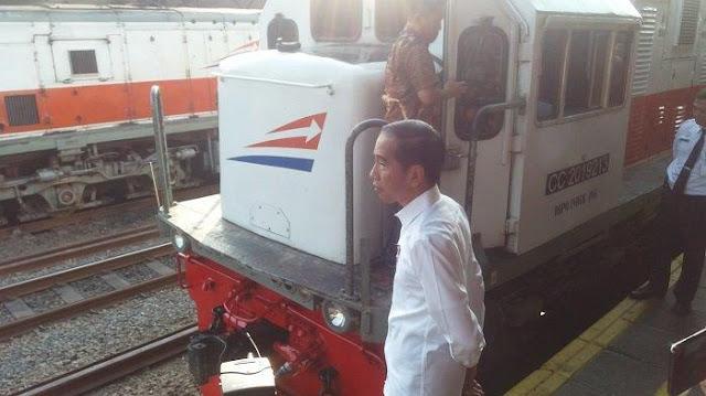 Jokowi Teken PP 56: Nyanyi Lagu Ciptaan Orang di Kafe, Bus hingga Kereta Api Bayar Royalti