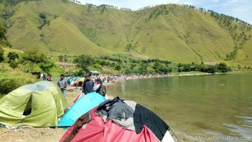 Aktivis Prodem : Umat Muslim Jangan Sentuh Air Danau Toba, Sudah Terkontaminasi Taik dan Kencing Babi!!!