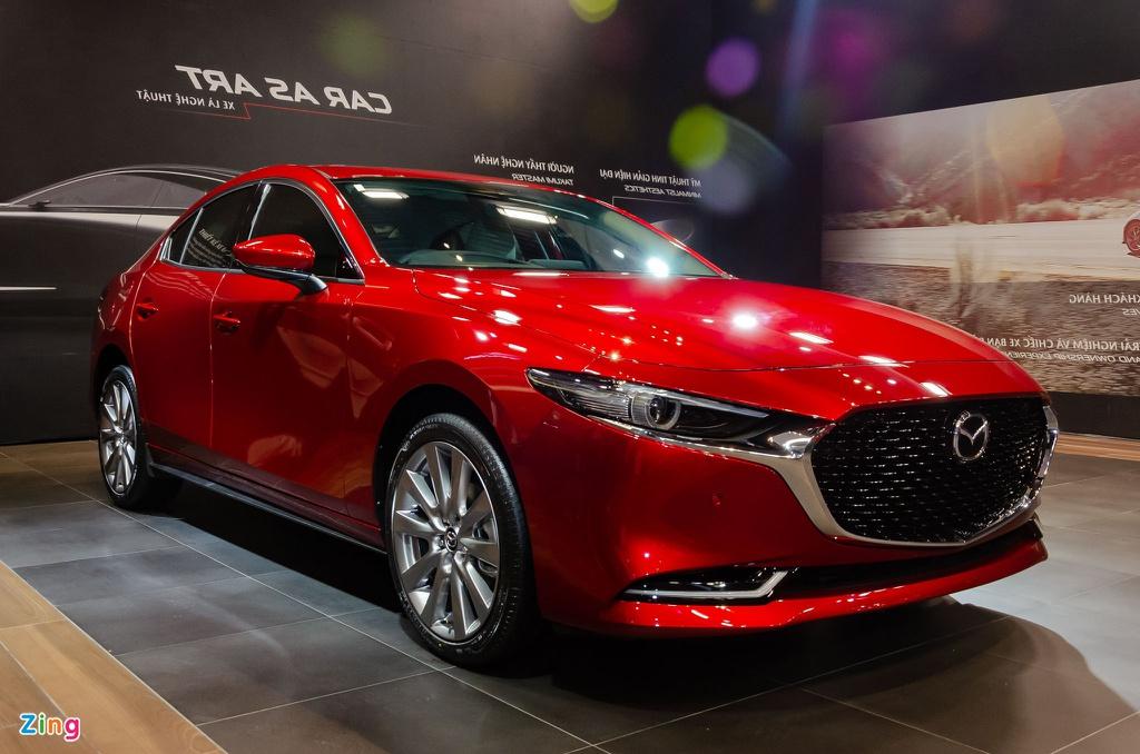 Với 700 triệu đồng, chọn sedan hạng C nào?