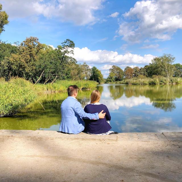lubartów park, stawy lubartowskie, para nad stawem, romantyczne zdjęcie
