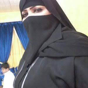مطلقة عمانية تبحث عن زوج خليجي