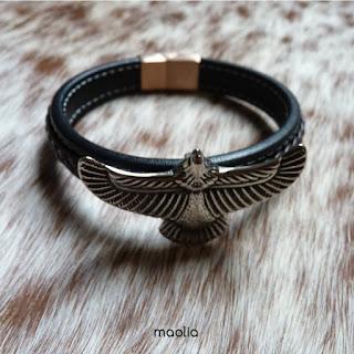 http://www.maolia.fr/bracelets/2824-bracelet-homme-cuir-noir-et-marron-avec-aigle.html