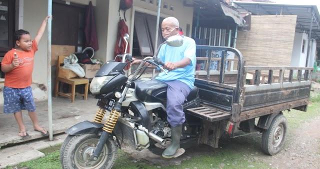 Bambang Sumantri Tukang Sampah Berpenghasilan Rp 8 juta, Menulis Puisi dan Viral