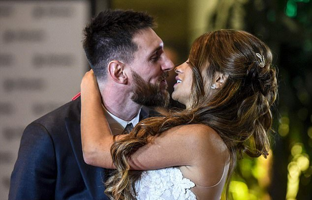 Messi kissing Antonella after the vows