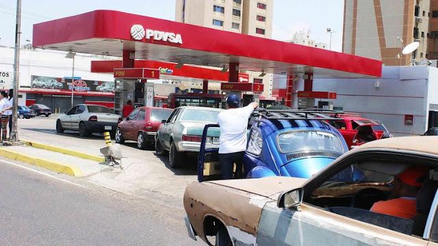 """El régimen de Maduro comenzó a racionar la gasolina: """"Tenemos a la Fuerza Armada en cada estación de servicio"""""""