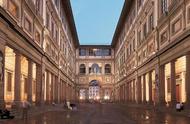 Parte externa da Galeria Uffizi em Florença