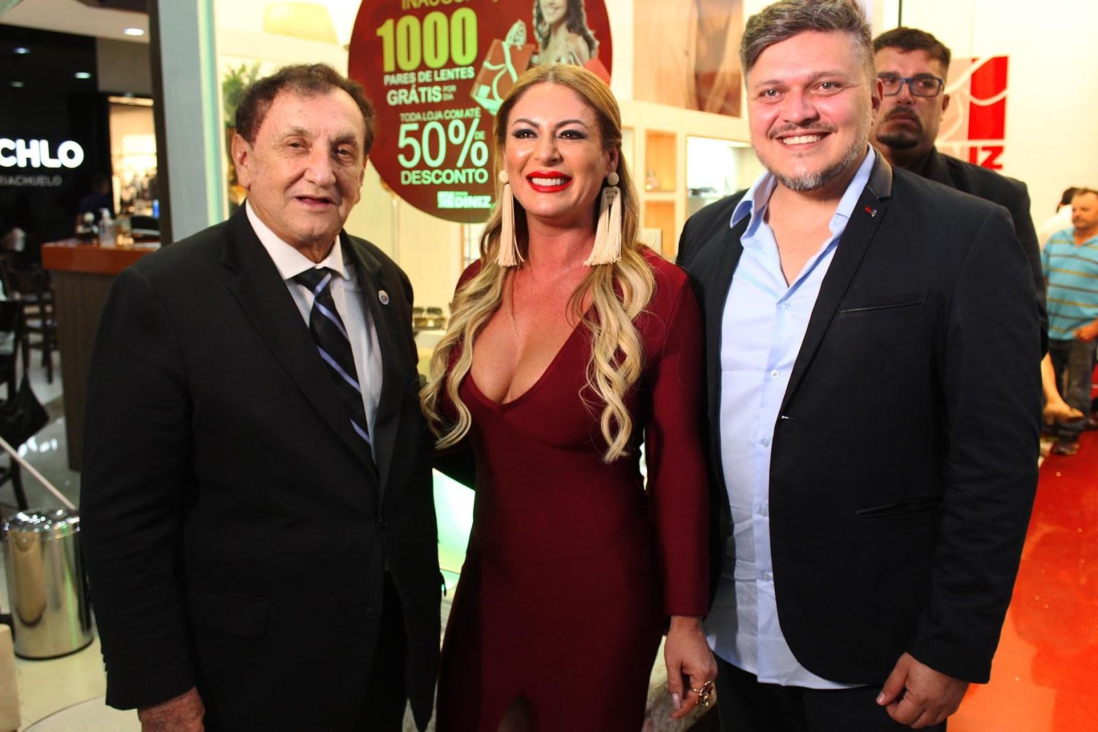 O prefeito Francisco de Assis Moraes Souza prestigiando a inauguração da  empresária Alexsandra Diniz com o supervisor Raul Vasconcelos. ab7f1db3d4