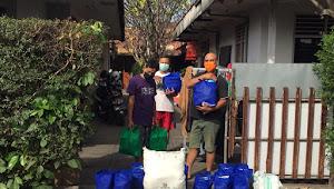 Desa Dangin Puri Kangin Serahkan Bantuan Sembako Warga Yang Isolasi Mandiri.