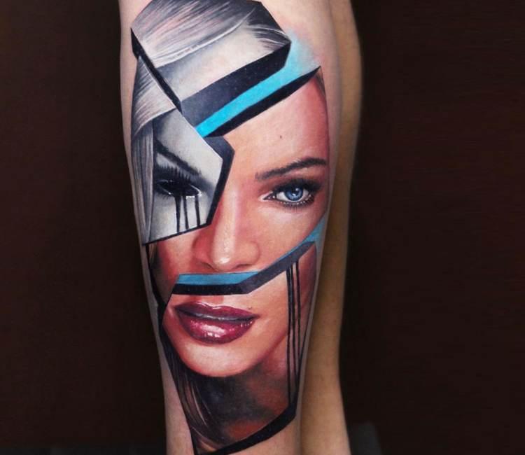 Tatuaje de un rostro de bonita mujer rubia abstracto