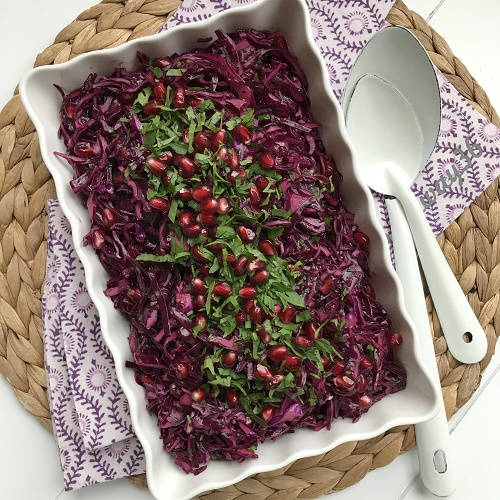türkischer Rotkohlsalat mit Granatapfel ~ Narlı Kırmızı Lahana Salatası