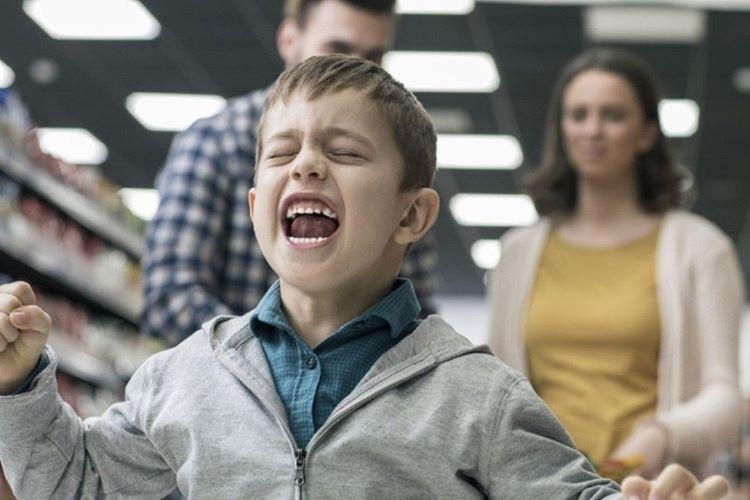 Çocuğunuzu yetiştirirken başka insanların önerilerini uygulamayın, bu çocuğu mutsuz eder.