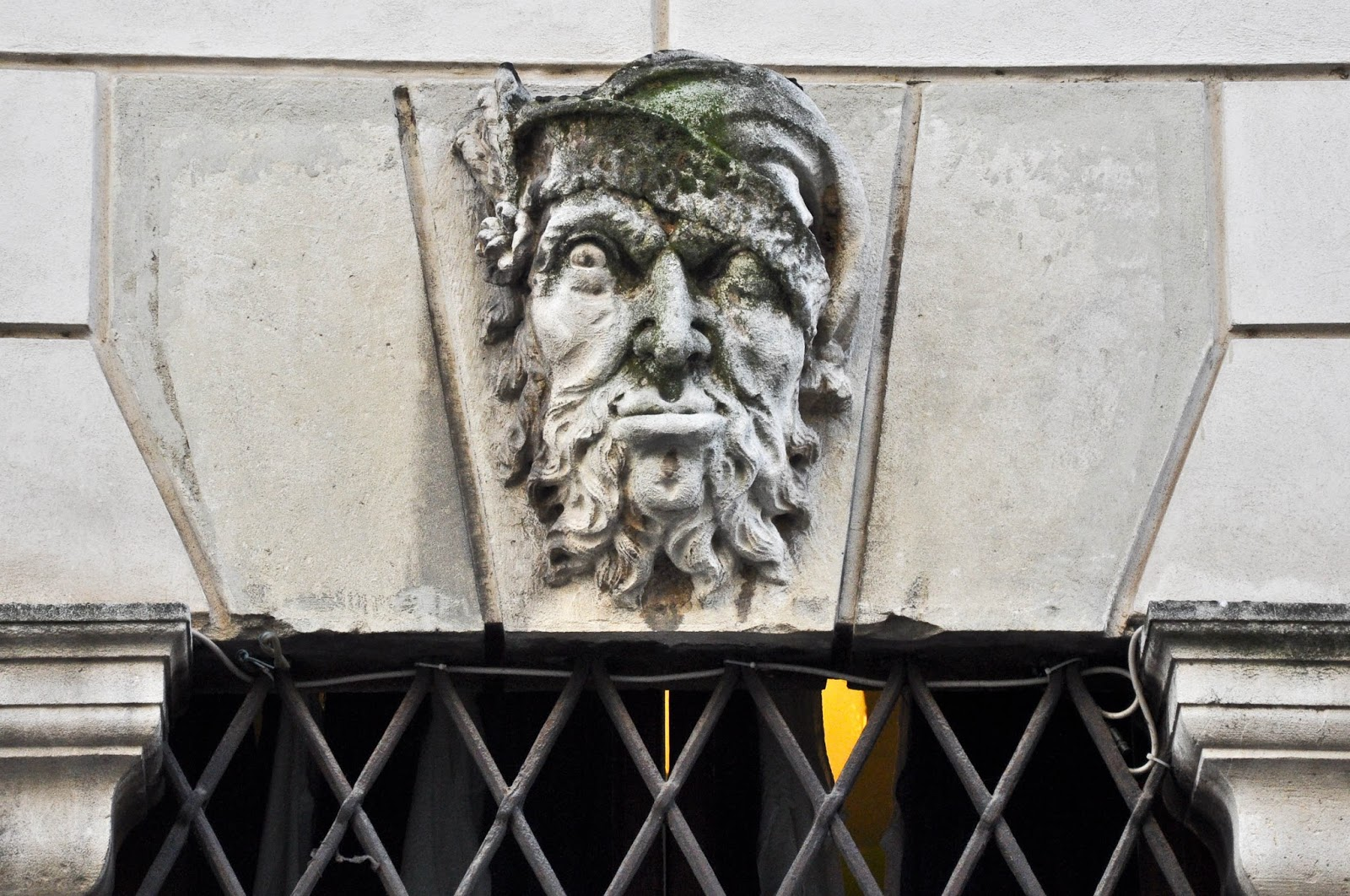A face on Corso Palladio in Vicenza