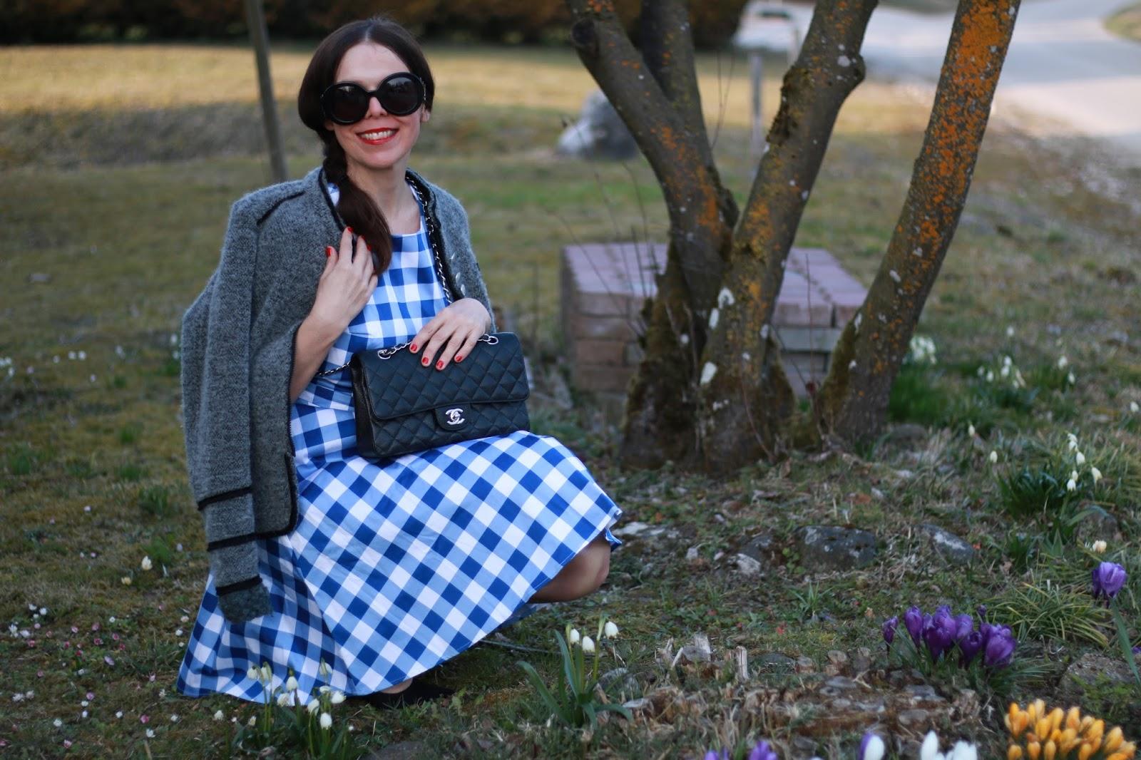 Look Chanel 2.55 black, gingham dress blue white, grey trachtenjanker, black suede block heels
