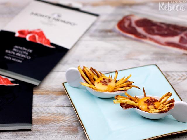 Jamón en texturas con patatas y yema