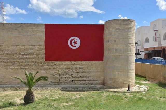 علم تونس في مدينة المنستير