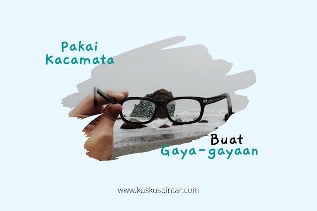pakai kacamata buat gaya-gayaan