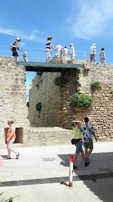 über die alte Stadtmauer schlendern