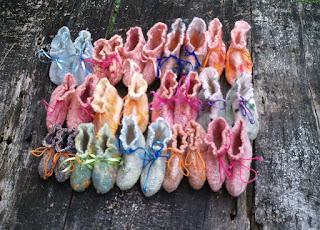 sapatinhos de  bebe feltrados e bordados