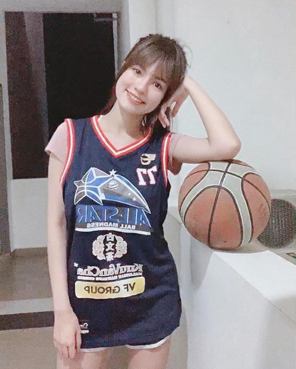 """9X lai hai dòng máu được mệnh danh """"nữ thần bóng rổ Malaysia"""""""