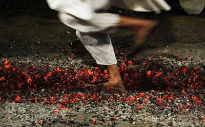 Αναστενάρια: Το πανάρχαιο έθιμο με την πυροβασία σε αναμμένα κάρβουνα με γυμνά πόδια