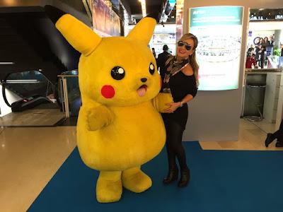 Eliana e o personagem Pikachu - Crédito: Divulgação/SBT