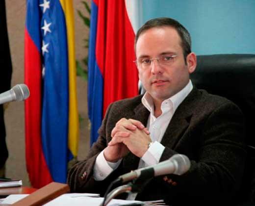 Destituyen a Pérez Abad y nombran a Carlos Faría en su lugar
