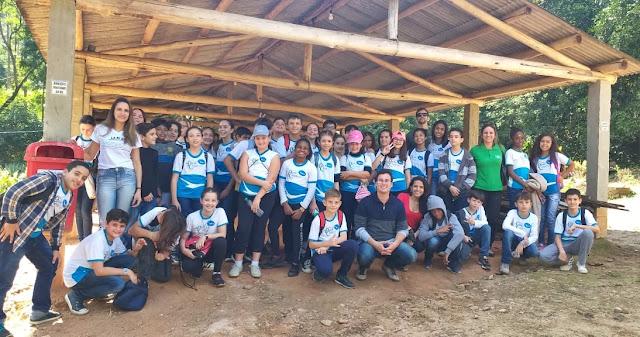 Colégio de Cordeiro visita Usina de Reciclagem e Horto de Cantagalo