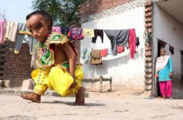تعرف علي السر وراء عبادة الهندوس لهذا الطفل !! صادم للجميع لا حول ولا قوة الا بالله