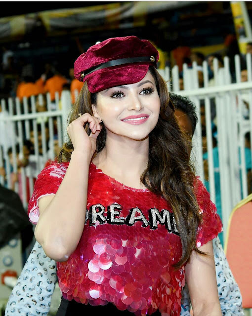 Urvashi Rautela Hot Sexy HD Wallpapers in Red 2020
