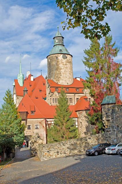 wieża zamku Czocha widok z dziedzińca, Leśna