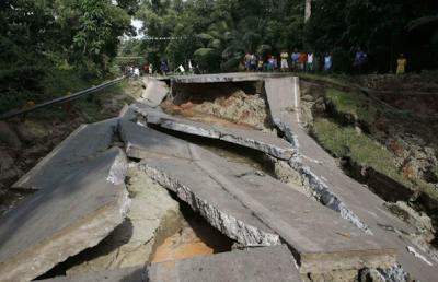 6.5-magnitude earthquake strikes central Philippines