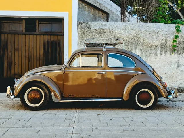 aprende ingles trafico coche clasico antiguo marron bonito Volkswagen Beetle escarabajo